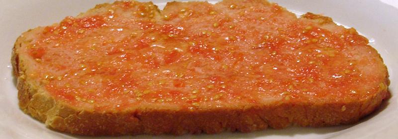 Rebanada de pan con tomate
